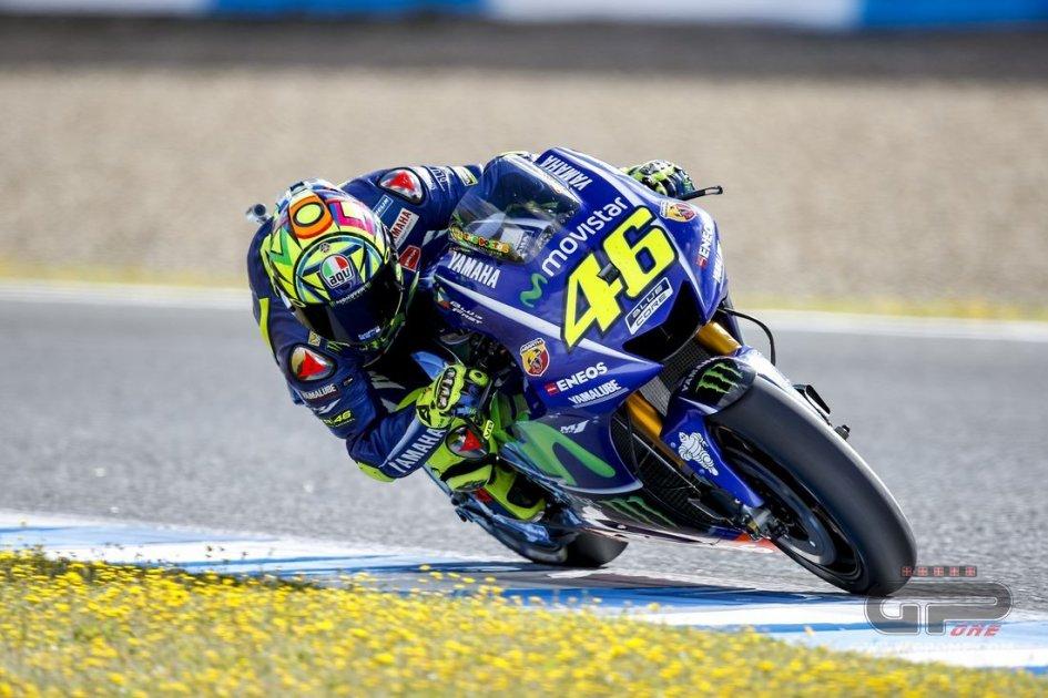 MotoGP: Valentino Rossi: The Hondas worry me