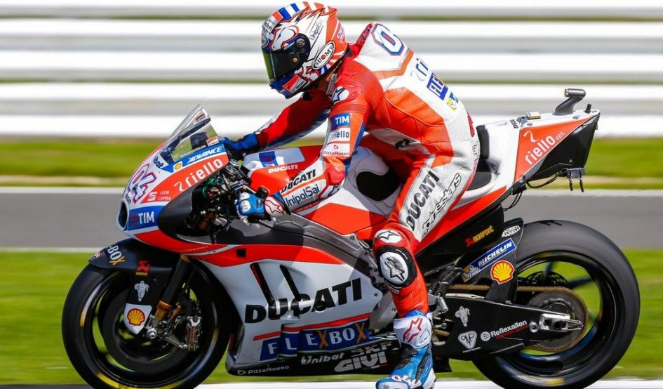 MotoGP: Dovizioso Re d'Inghilterra, vince ed è leader