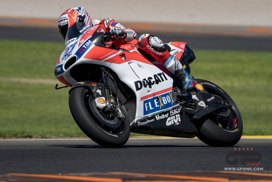 MotoGP: Stoner, returns to the Ducati at Valencia with a crash