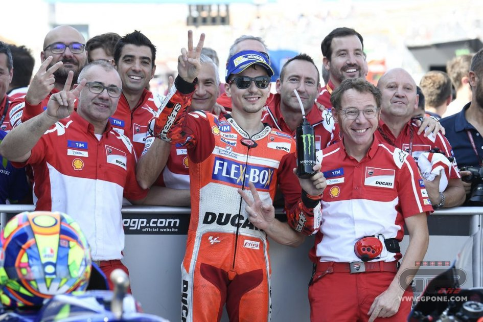 Márquez surges into title lead with Aragón win