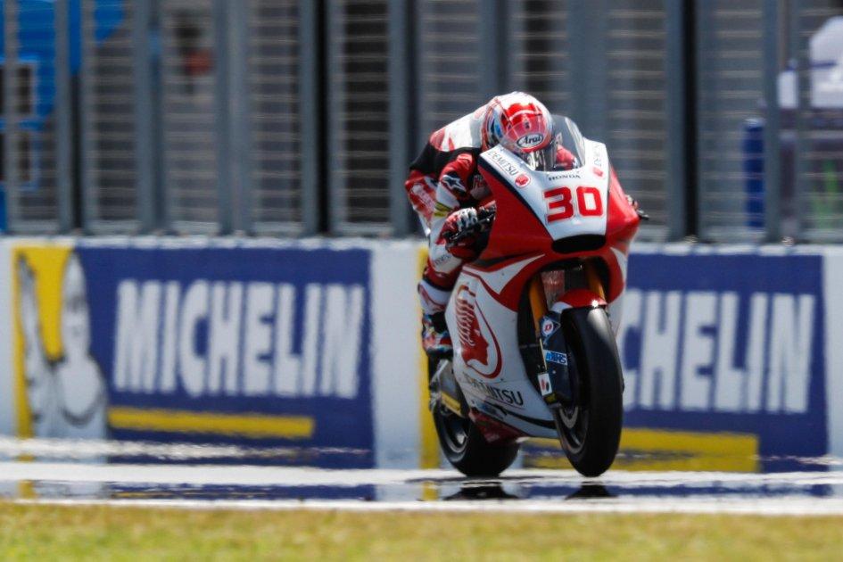 Moto2: FP1: Nakagami domina, Pasini insegue