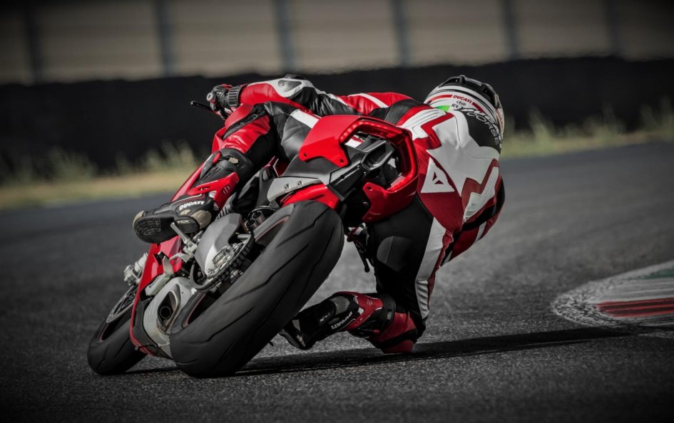 News Prodotto: Eicma 2017, Pirelli: debutta la posteriore 200/60 sulla Panigale V4