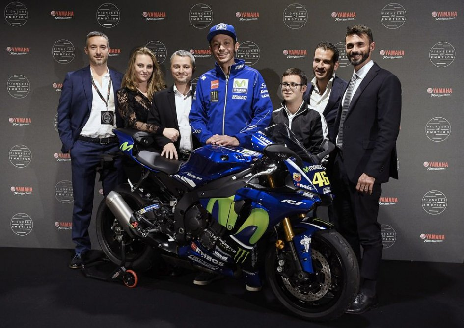 News: 32,000 euro for charity for Valentino's R1