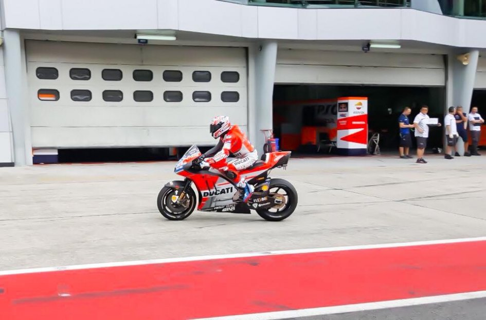 MotoGP: And they're off! Stoner already astride the GP18 at Sepang