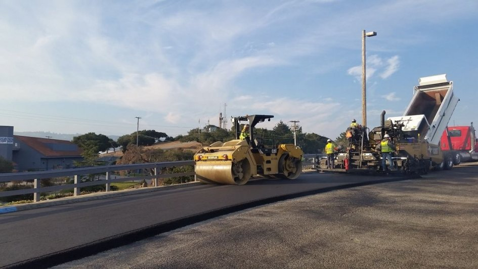 SBK: Laguna Seca: a new bridge at the starting line