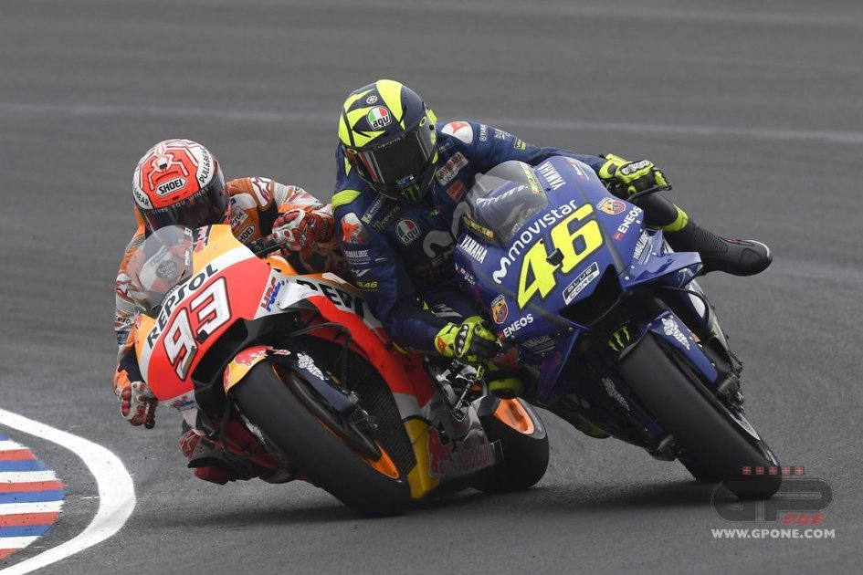 MotoGP: THE SEQUENCE. The photos of Marquez's collision with Rossi