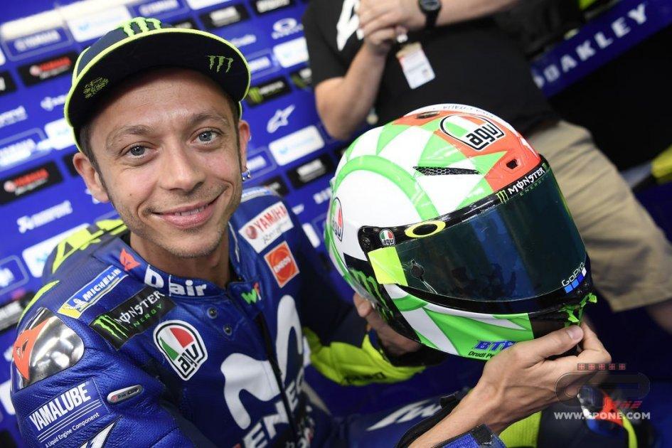 MotoGP: Viva l'Italia! Casco tricolore per Rossi al Mugello