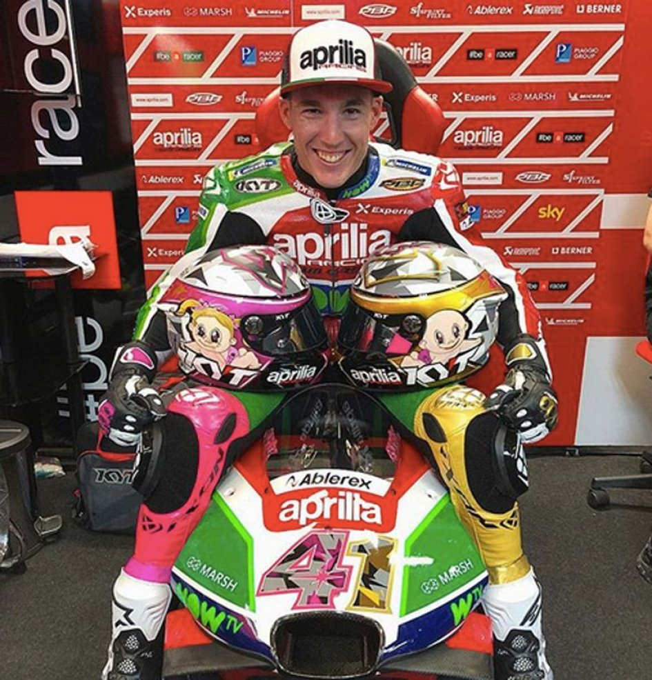 MotoGP: Max e Mia sul casco di Aleix Espargarò