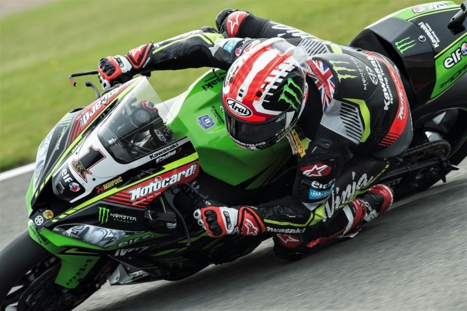 SBK: Brno: venerdì color Kawasaki, Melandri e Savadori in scia