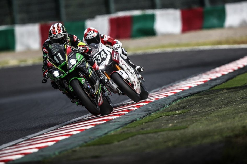 SBK: Rea and Haslam off to a flying start with the Kawasakis at Suzuka