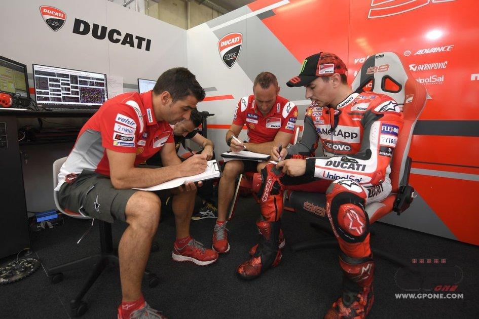"""MotoGP: Lorenzo: """"gioco alla pari con Marquez e Dovi"""""""