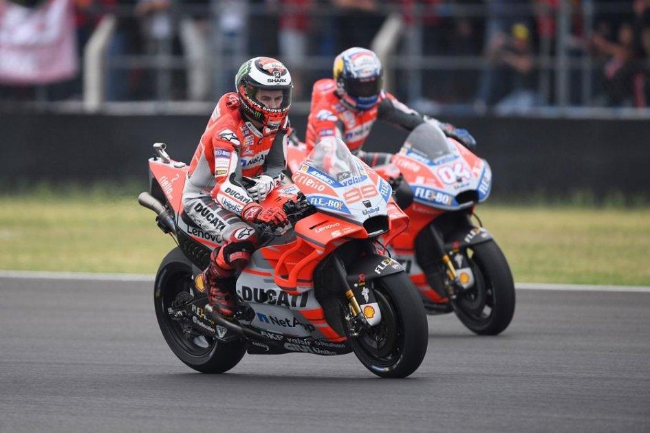 MotoGP: Lorenzo & Dovi, furie rosse sull'infido asfalto di Silverstone