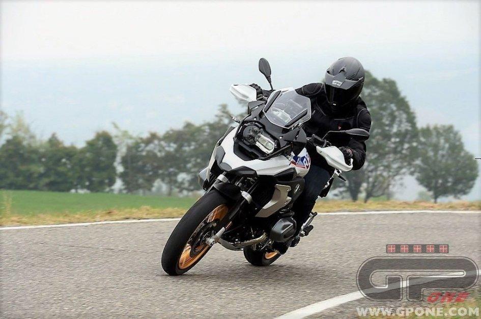 Test: BMW R 1250 GS: boxer 'taglia' forte
