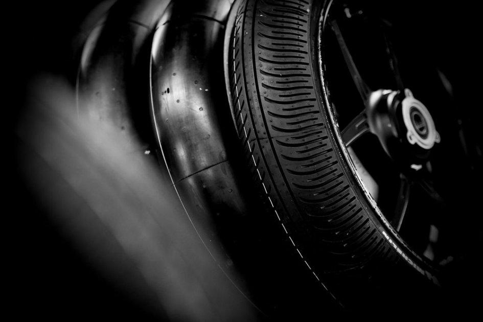 """MotoGP: Michelin prepara l'antidoto contro il """"serpente di Valencia"""""""