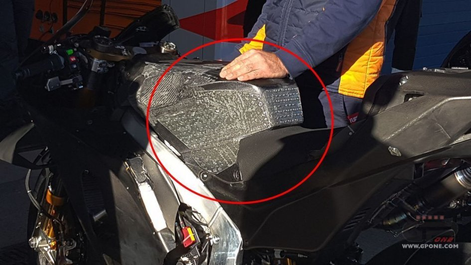 MotoGP: Lorenzo strikes again: new tank on the Honda