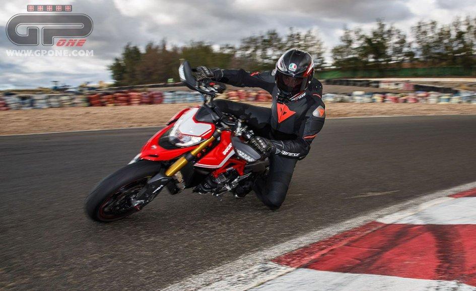 Test: Ducati Hypermotard 950: il ritorno dell'Hooligan