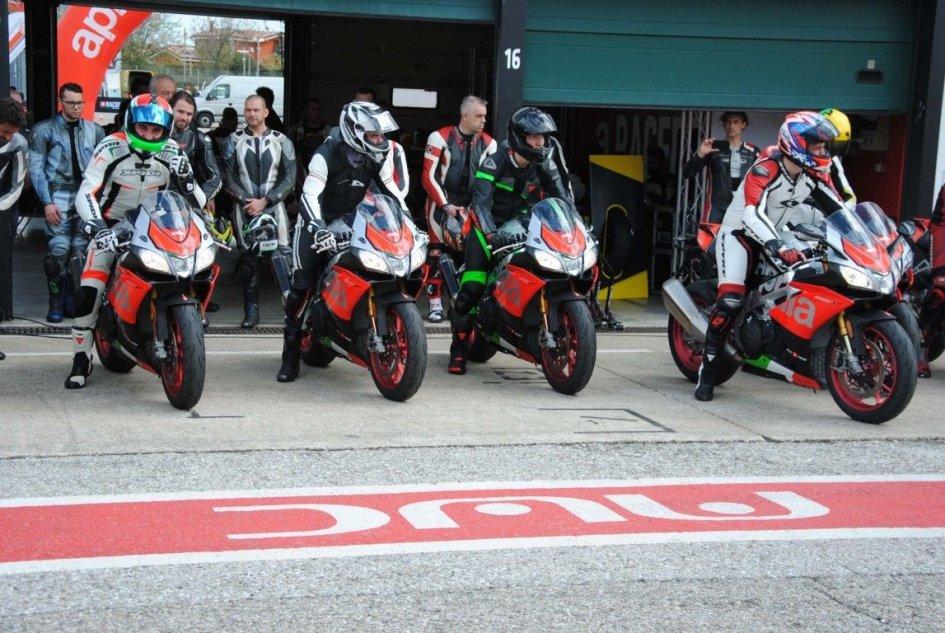 News Prodotto: Aprilia Racers Days: in pista con la RSV4 1100 Factory