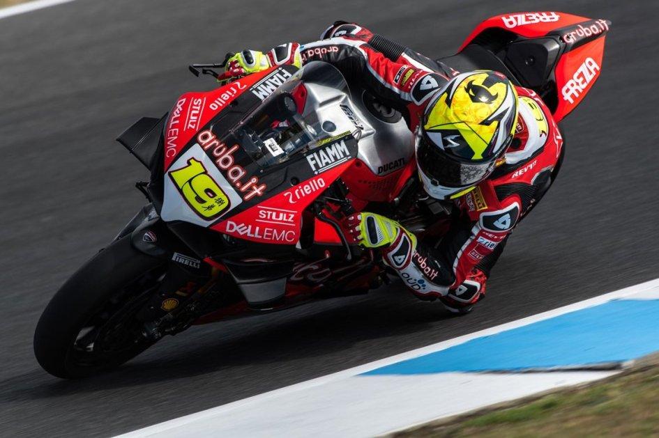 SBK: Bautista e la Ducati V4 dettano legge a Phillip Island, Rea a mezzo secondo