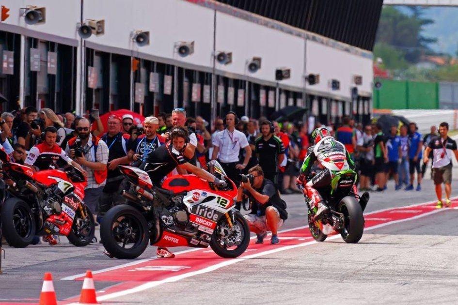 SBK: La Gara Sprint divide il paddock della Superbike