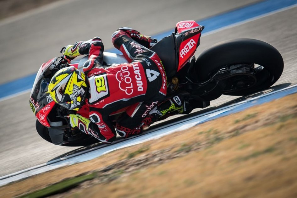 SBK: Bautista's Super... pole. Mind-blowing! Rea closes with half a second more.