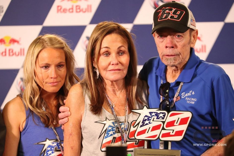 MotoGP: Nicky Hayden's #69 presented to his family