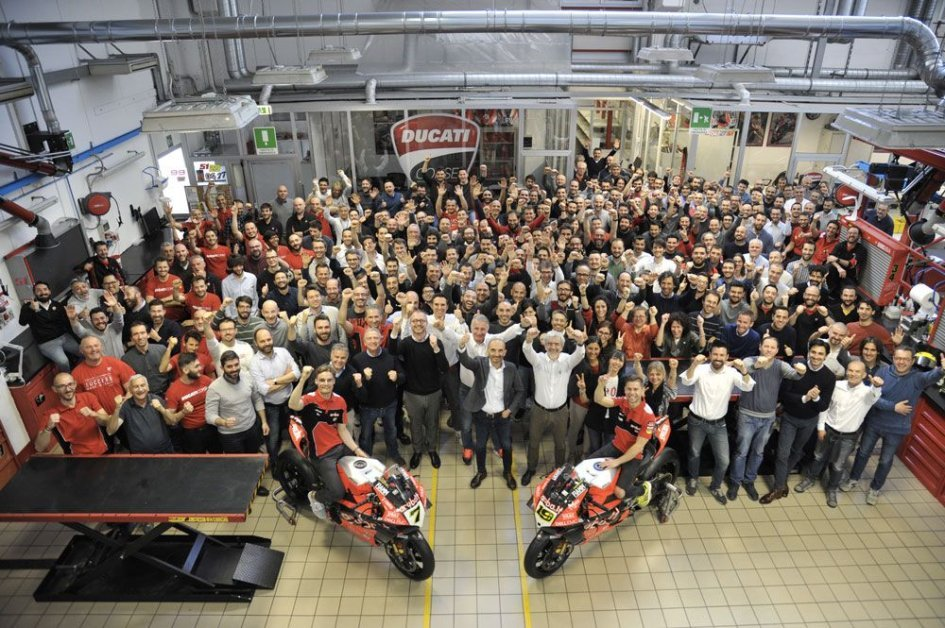 SBK: Festa in Ducati con Bautista e Davies per le 350 vittorie in SBK
