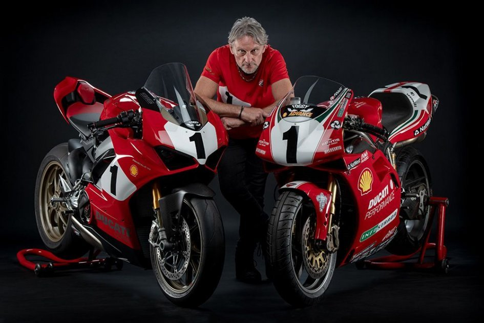 News Prodotto: Carl Fogarty reveals the Ducati V4 25th Anniversary 916