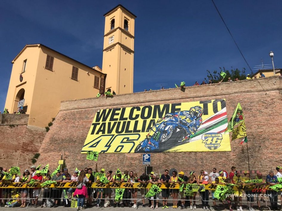MotoGP: Tavullia già pronta per la sfilata di Rossi sulla M1