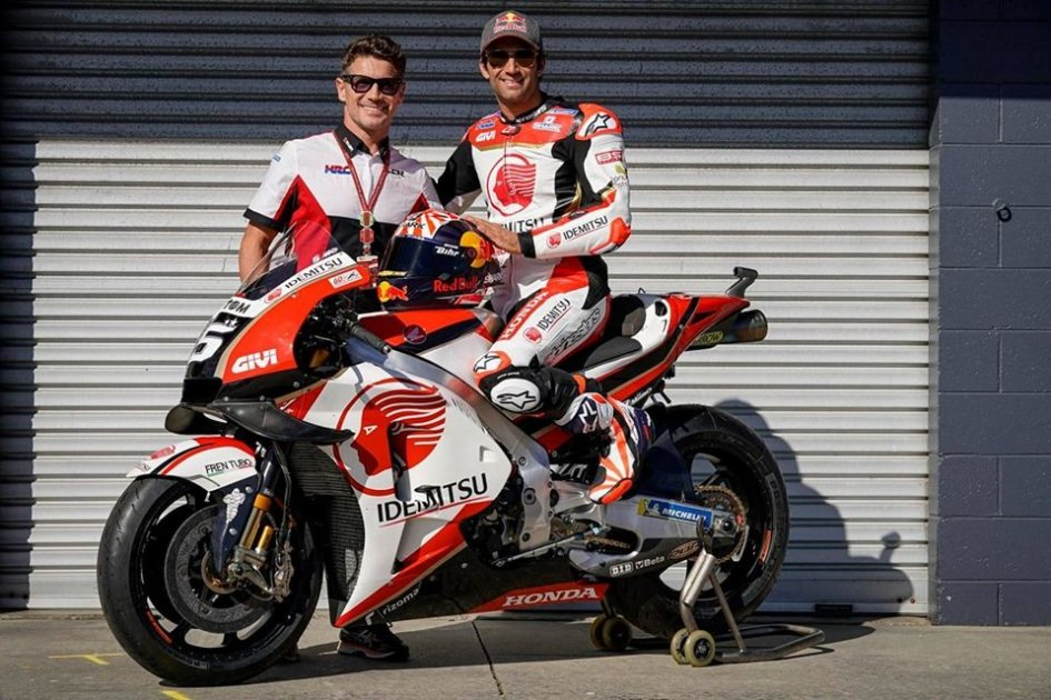 "MotoGP: Cecchinello: ""I think Lorenzo will decide after Valencia whether he'll continue or not."""