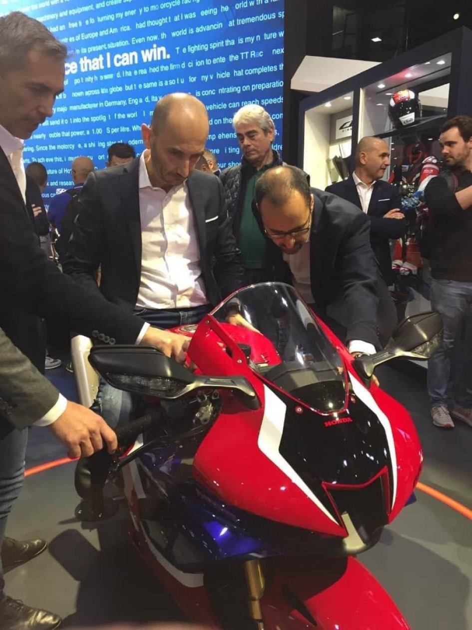 EICMA: Domenicali 'test' the new Honda CBR 1000 RR-R at Eicma