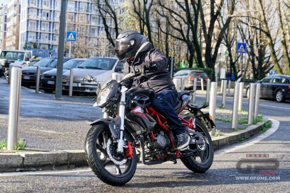 Prodotto - Test: Benelli BN 125, si torna a sognare la moto e non lo smartphone