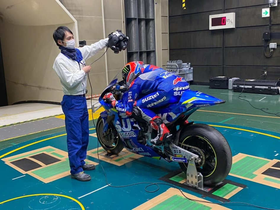 MotoGP: The Suzuki of Rins and Mir drawn by the wind