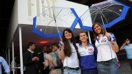 Moto - News: Lorenzo incorona le due nuove ombrelline Yamaha