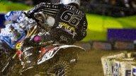 Moto - News: Ama Supercross 2011: James Stewart vince e balza in testa