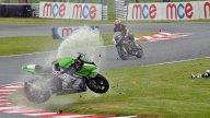 Moto - News: BSB: Chris Walker cerca di salvare la sua moto dall'incendio - VIDEO
