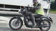 Moto - News: Triumph Bonneville 2016: foto spia della versione bobber