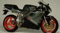 Moto - News: Ducati Panigale V4 vs Ducati 916, 25 anni di evoluzione a confronto