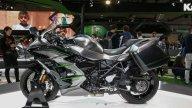 Moto - News: Kawasaki Ninja H2 SX SE+, Gran Turismo senza compromessi