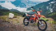 Moto - News: KTM 690 Enduro R e 690 SMC R, le supermono diventano tech