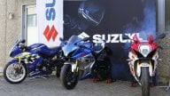 Moto - News: Suzuki Italia consegna a Lucchinelli ed Uncini la GSX-R1000R Legend Edition