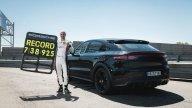 "Auto - Test: Porsche Cayenne: nuovo record al Nürburgring Nordschleife, il SUV ""vola"""
