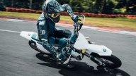 : Husqvarna FS 450 2022, la supermoto racing nata per le corse