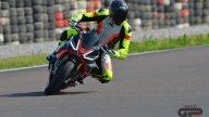 Moto - Test: Prova video Aprilia Tuono V4 Factory 2021: CAMPIONESSA DEI PESI MASSIMI