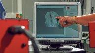 Moto - News: Casco danneggiato? Un laser rivela i danni con 45 euro