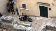 Moto - News: I sassi, enduro e Coca-Cola: i segreti degli stunt di 007 No time to Die