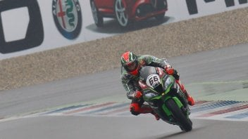 Assen: Sykes up front in the rain