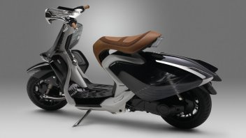 Moto - Scooter: Yamaha 04GEN: lo scooter si fa trasparente