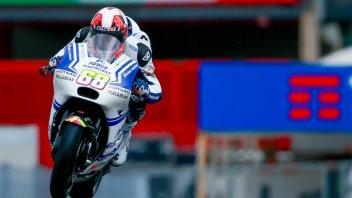 FP1. Asfalto umido: top rider ai box, 1° Hernandez