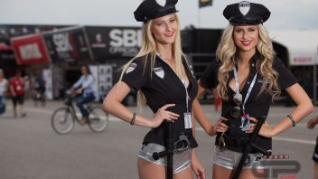 Le Umbrella girl della Superbike a Misano