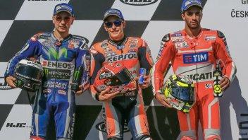 Marquez ringrazia Rossi che... perde due giri